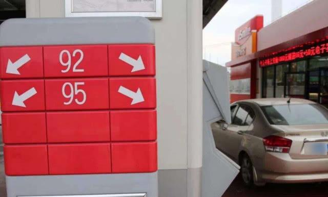 95号汽油和92号汽油可以混加吗?修车工:发动机不想要早说啊