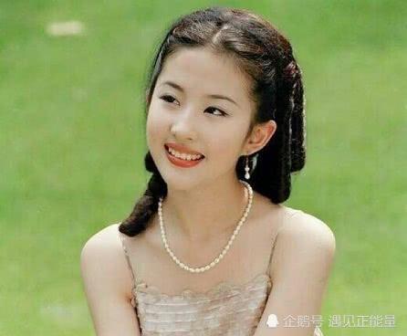 刘亦菲32岁生日,唐嫣隔空喊话:我们的合影欠费啦,需补库存