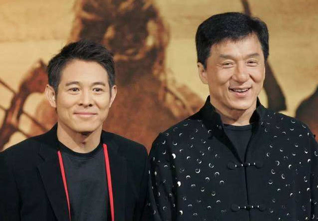 同父同母同长相,李连杰身价300亿,哥哥给他打工每月开10万