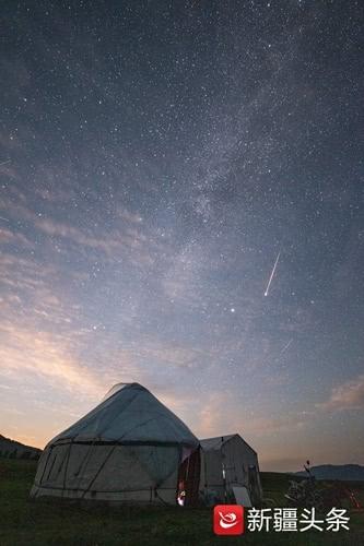 戴建峰今年二来新疆追拍英仙座流星雨