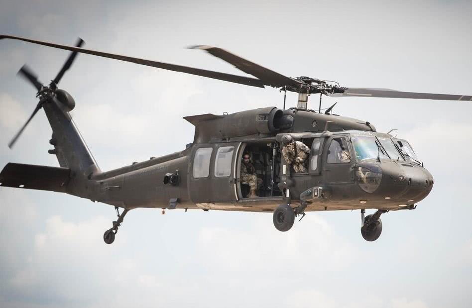 巨大撞击声传来,美国本土一架军机突然失控坠毁,造成1死3伤