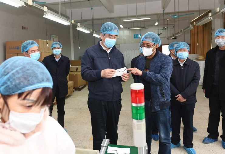 推动口罩防护服等紧缺医用物资生产,李炳军在瑞金检查指导时强调这些…