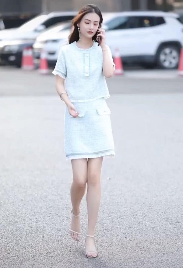 五五分造型终于扳回一局,小姐姐穿裙子白得发光,还气质尽显!