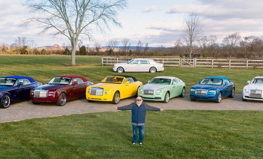 他买车都是定制颜色,集齐7色劳斯莱斯,收藏的车停满两个仓库!