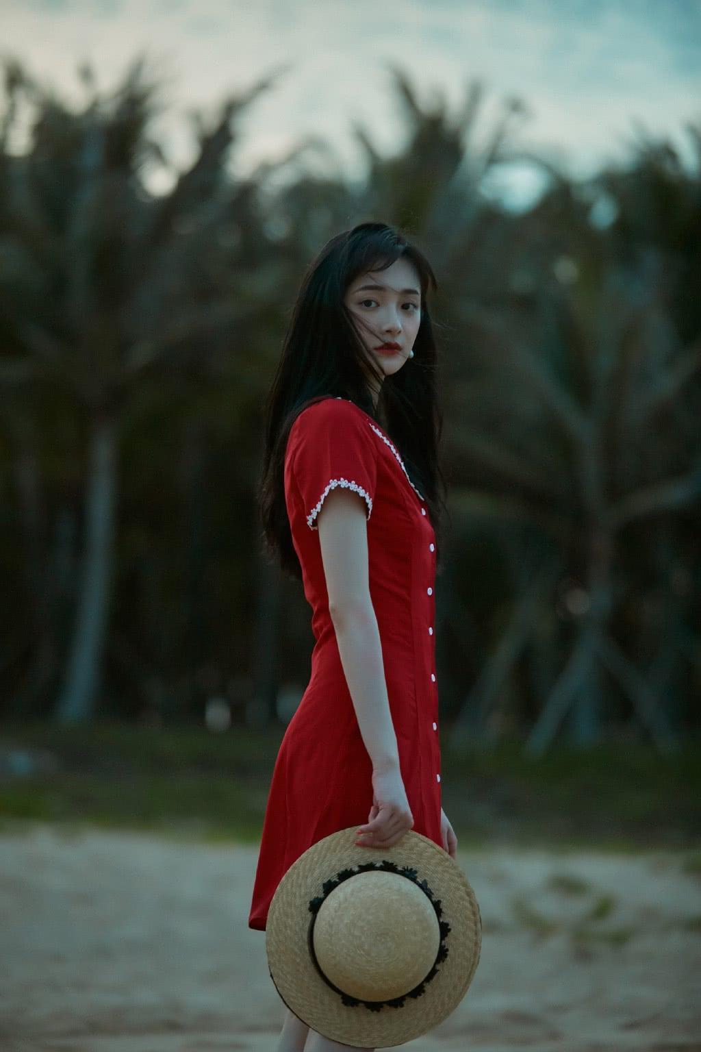 """当周洁琼换上红色连衣裙,网友:揉眼睛都是""""校园初恋""""的模样"""