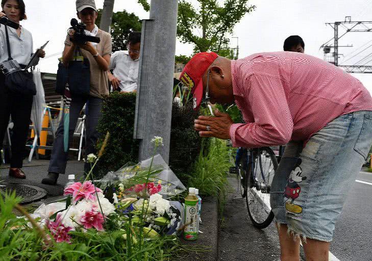 山本宽为京阿尼哀悼鲜花,挽回了网友的一些好感