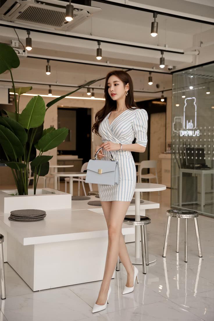 裙秀风姿 孙允珠:青蓝细纹露珠凝霜夏日连衣裙