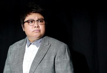 韩红发文感谢明星志愿者,曾为阻止易烊千玺去武汉发脾气,令人感动