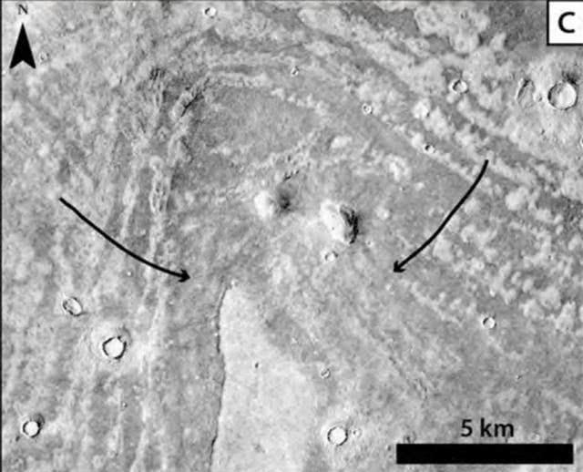 """干涸火星的""""拇指指纹"""":35亿年前小行星撞击,300米高海啸"""