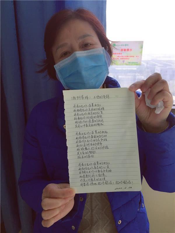 """武汉协和医院里的""""湘雅临时家属"""":隔离病毒,却拉近了爱的距离"""