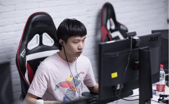 EDG首次无缘世界赛,网友担心厂长退役,采访中厂长给出回应