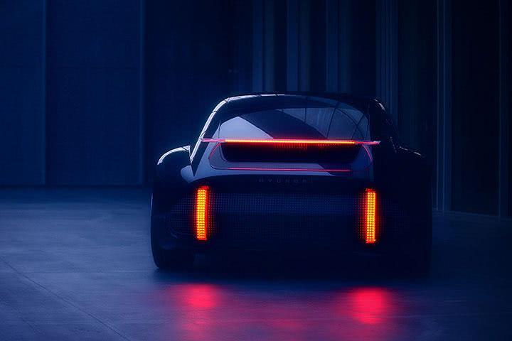 令人容易误认为911的背影,结果竟是现代最新电动跑车!