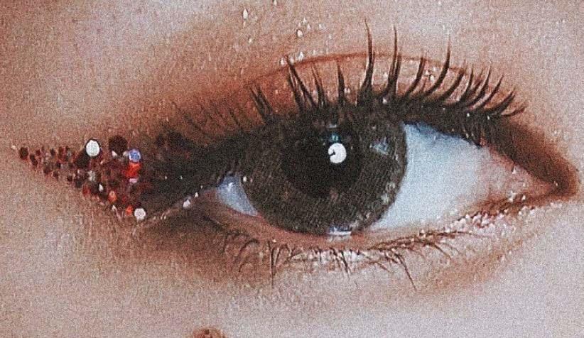 迪丽热巴独特的眼睛,搭配独特的眼妆,真的好绝配