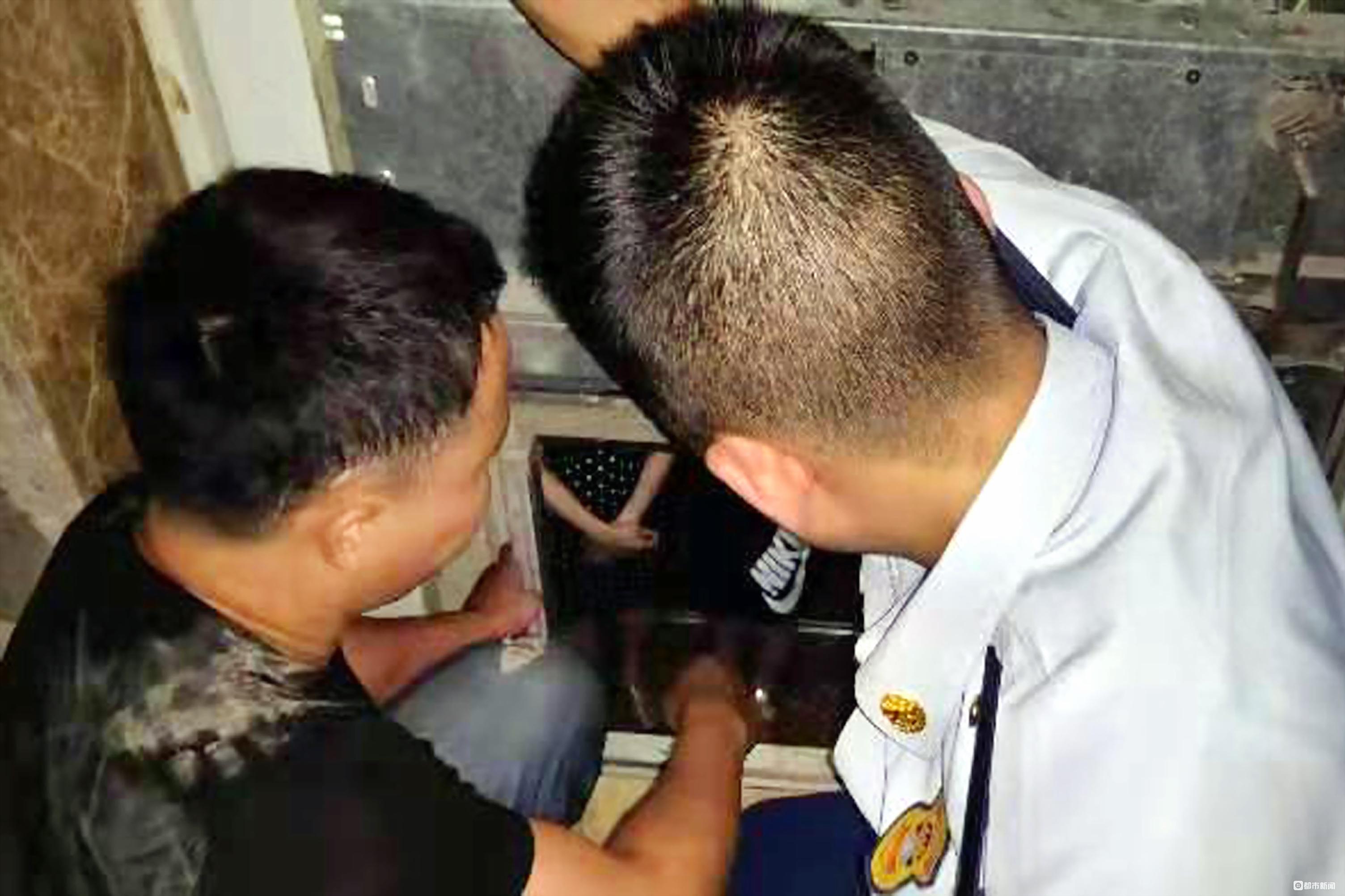 电梯故障致祖孙俩被困,物管修了3小时没辙,最后请来消防解救