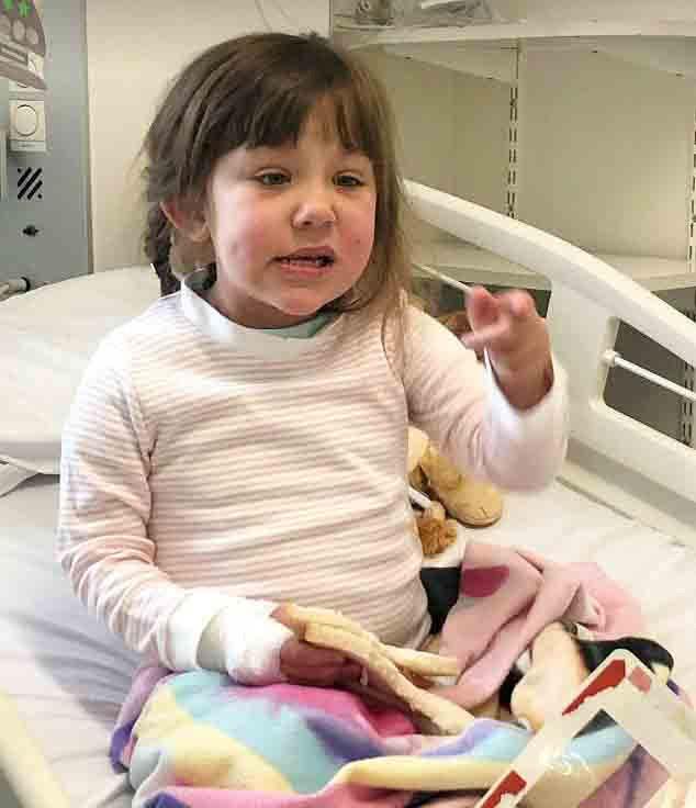 父母以为女儿出生时脸上的斑点是胎记,结果4个月后竟查出是肿瘤