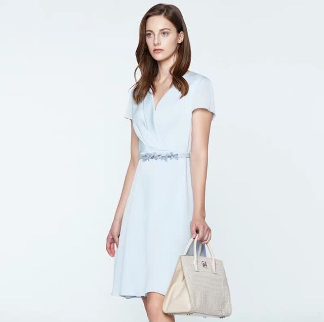 优化身材,收腰连衣裙勾勒玲珑身