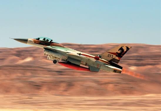 8架战机深夜越境空袭!6名伊朗军官被炸身亡,巴沙尔怒斥不公平