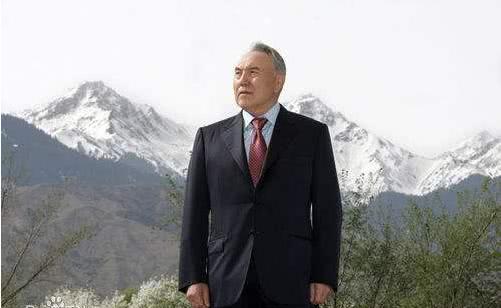 <b>纳扎尔巴耶夫:这张照片让我一举成名!是否是他谦虚说法</b>
