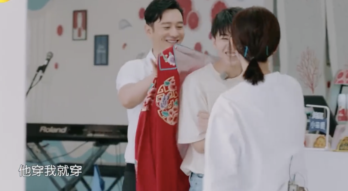 《中餐厅3》杨紫被王俊凯吐槽卡粉,就找沈梦辰求证,场面有点尬