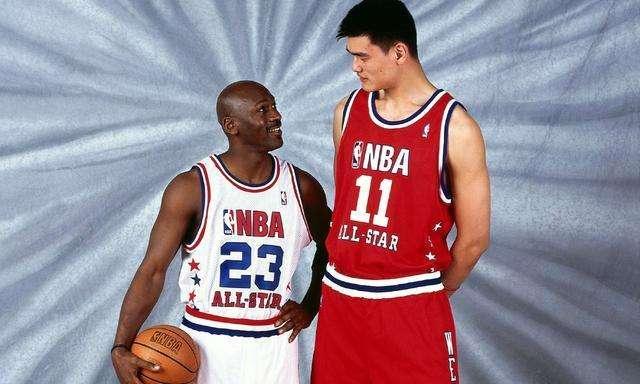 <b>NBA被迫修改规则的5个人:中国一人上榜,鲨鱼改变内线</b>