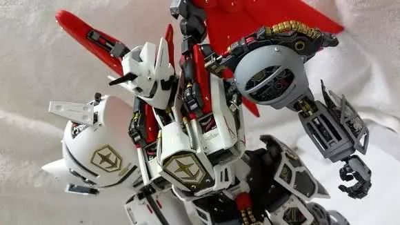<b>模玩控:PG1/60飞翼高达模改圣骑士</b>