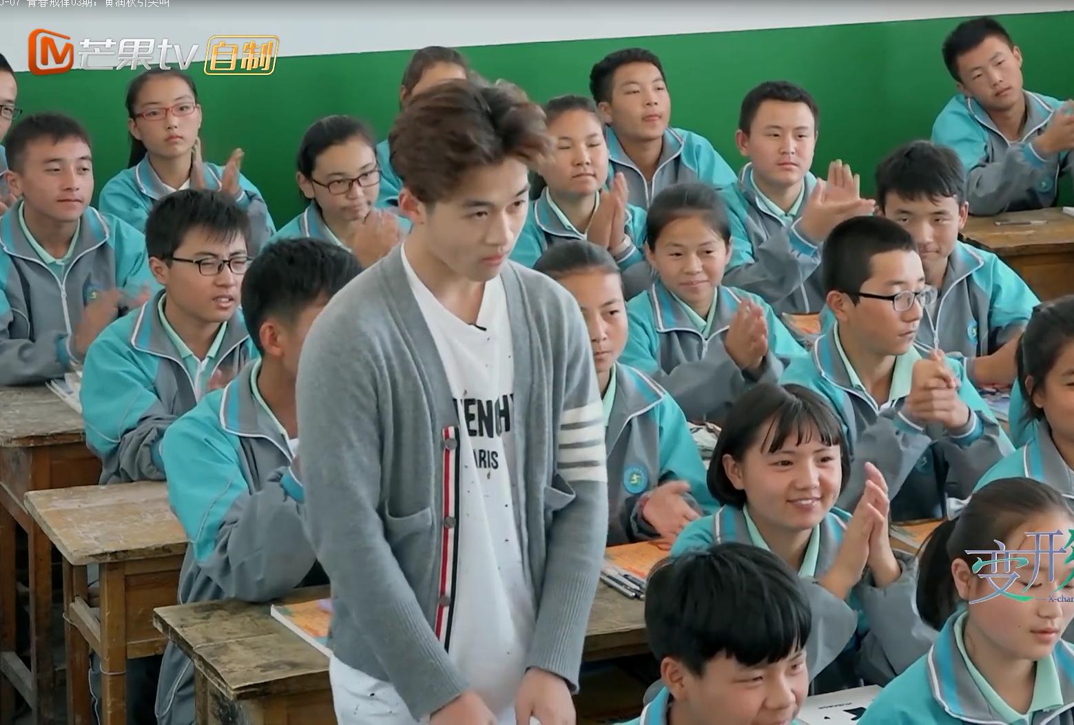 《变形计》城市少年来农村上学,当看到孩子们用的课桌,网友炸锅