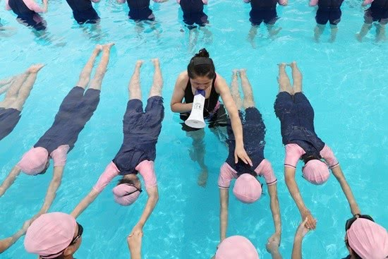 """江苏赣榆:1.4万""""旱鸭子""""中学生暑假有了""""游泳保姆"""""""