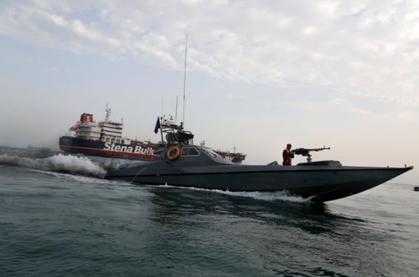 大型油轮被扣,伊朗五分钟完成全部战斗,一艘美神盾舰临阵脱逃