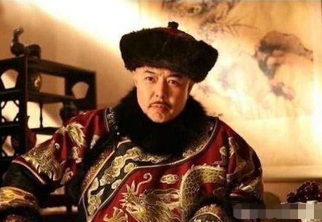 """和珅被赐死时,得意的拿出乾隆的""""保命诏书"""",打开后一看,懵了"""