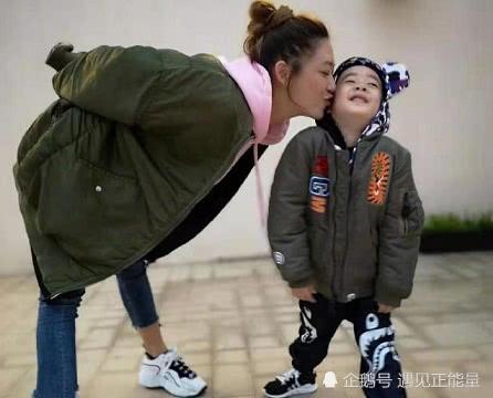 为陪伴儿子,应采儿选择家庭放弃事业,网友:伟大的妈妈