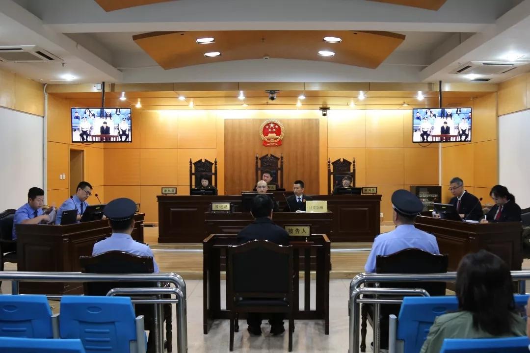 这名亦官亦商的内蒙古落马厅官受审,受贿数额特别巨大