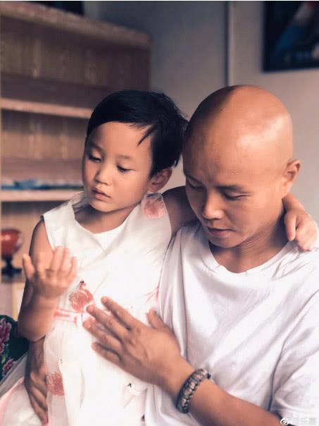 乐嘉再送女儿到少林寺习武,被罚马步累到哭,称6岁已不是小孩