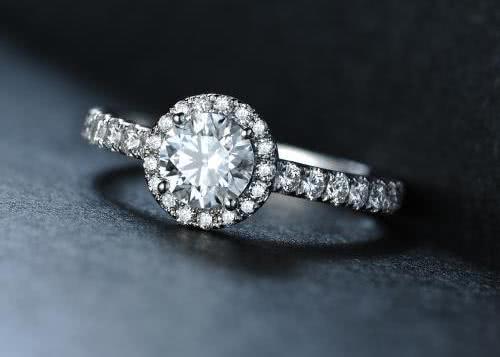 <b>心理学:你结婚,想要哪个戒指?测你的桃花运何时到来,准!</b>