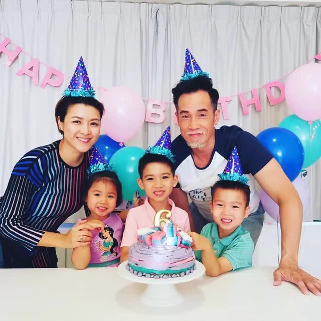 <b>陈茵媺大儿子6岁生日,一家五口同框温馨有爱,陈豪白色胡子超抢镜</b>