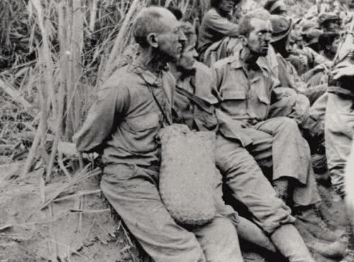 抢战俘戒指,日军举起军刀,手指一同砍下!巴丹行军细节