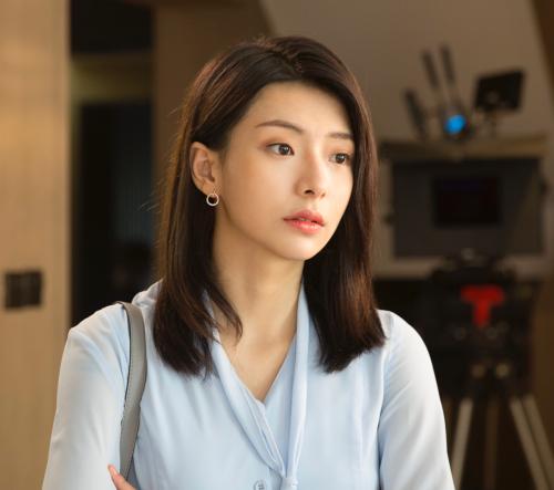 演员王小白《浅情人不知》持续热播 甜美笑容引网友称赞