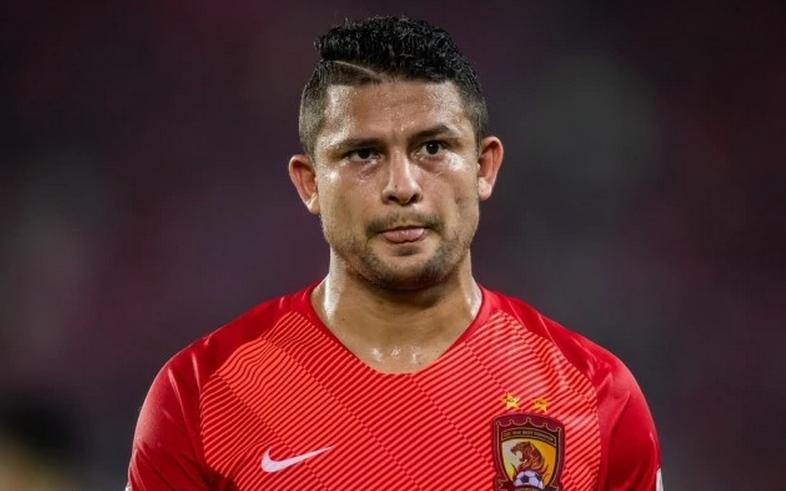 首位非华裔!埃尔克森入选国足初尝鲜,中国足球又畸形发展?