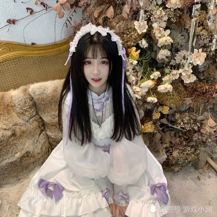 杨清柠微博晒出lo装,白色长裙真的清纯可爱,粉丝直言好像天使