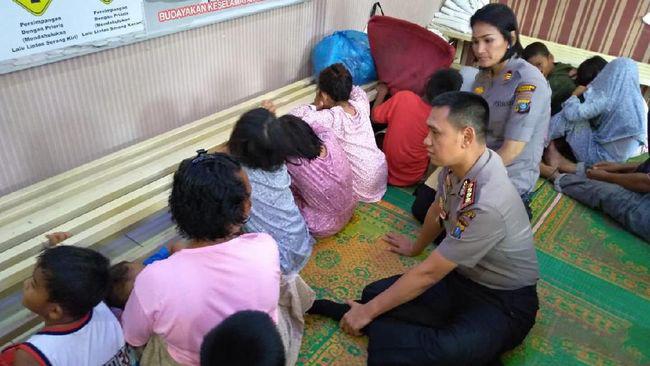 5名女子雇20个孩子上街乞讨,一个孩子每晚最多能要到25元