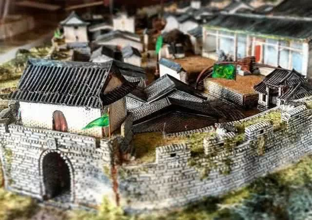 有个地方,清朝覆灭80年,仍执行大清律法,5万人守孤城75年
