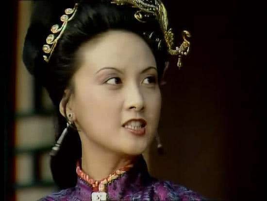 王熙凤为何不怕别人背后嚼舌头,总喜欢和小叔子侄儿们说说说笑笑