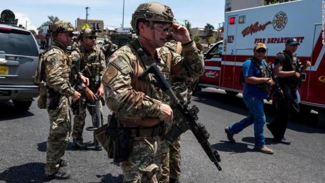 <b>美国一人手持AK步枪乱扫,致20人死亡,最精锐的特警紧急出动</b>