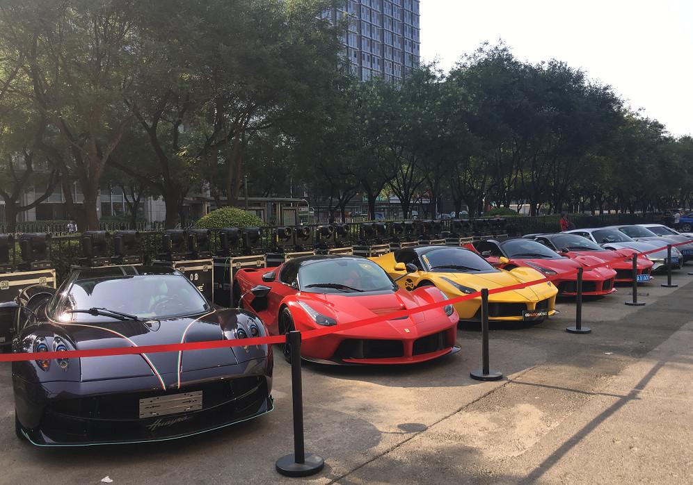 限量超跑聚会,8辆车价值3亿,1400万的保时捷918最便宜