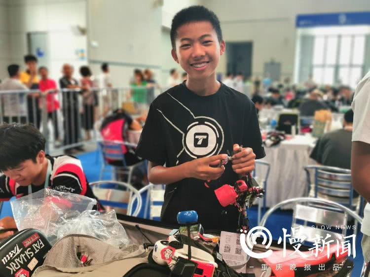 14岁天才小飞手:一天解锁一条赛道,接触真机一个月参赛获名次