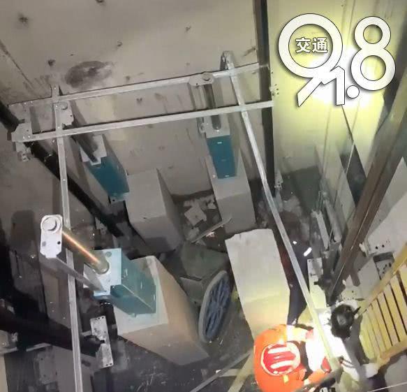一工人电梯井内失足坠亡!从负一层掉到负四层
