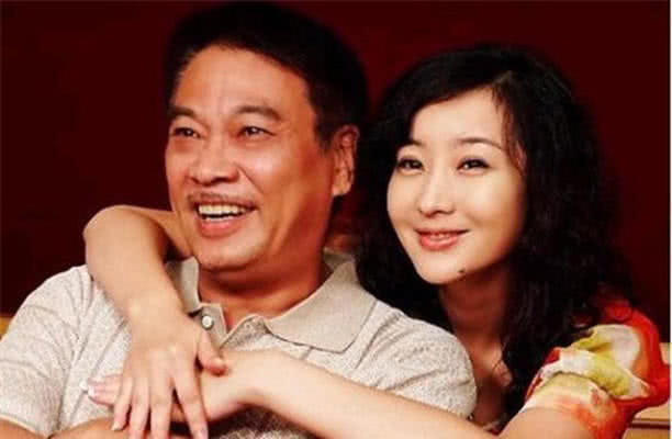 吴孟达:3个妻子5个娃,每月240万抚养费,网友:怪不得接传奇广告!