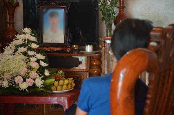 越南河静省偷渡者家庭太穷,现签署同意书将遇难者骨灰带回家安葬