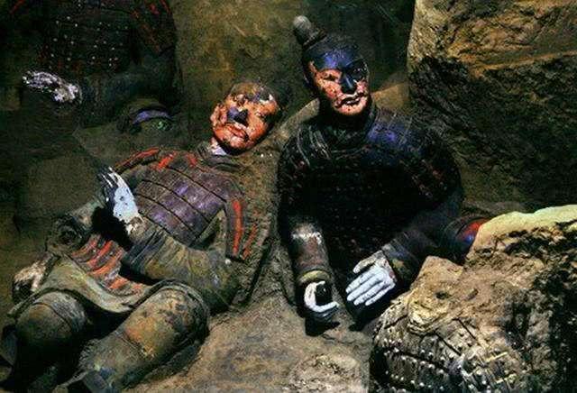 """嬴政祖坟现19米盗洞,出土""""电池"""",考古家:盗墓贼,你完了"""