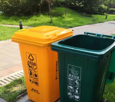 咦!郑州小区新换了垃圾桶?为啥只有两种分类?