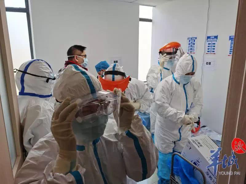 穿着纸尿片挺进隔离病区,广东医护人员接管最严重疫区部分院区